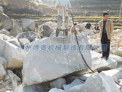 湖北宜昌青石板材开采劈裂机使用说明.jpg