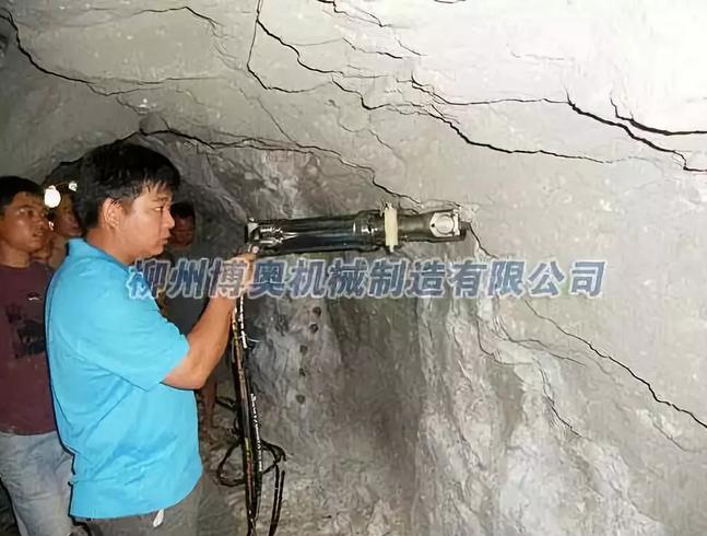 劈裂機洞采靜態施工機械