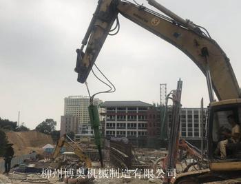 學校擴建地基花崗巖破碎用博奧機載劈裂機輕松破石