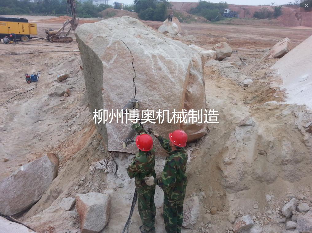 一種免爆破靜態破石劈裂設備