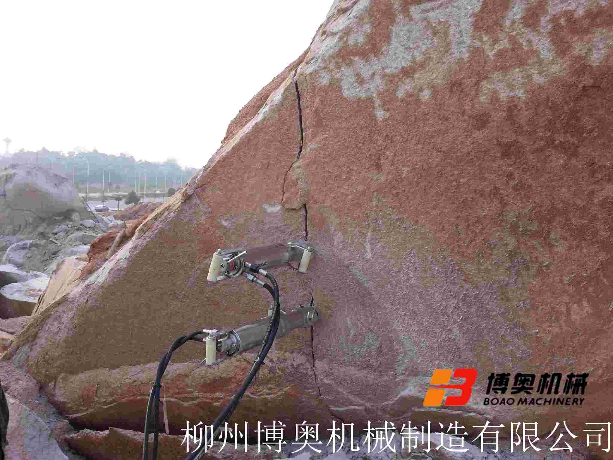 液压岩石劈裂机每立方需多少钱?
